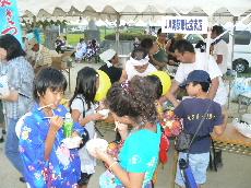 JA 海部東農業協同組合(あまひがし) -夏祭りで流しそうめんを無料試食