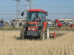JA 海部東農業協同組合(あまひがし) -トラクター技術競う