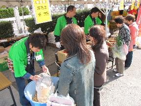 JA 海部東農業協同組合(あまひがし) -野菜、苗が好評だった感謝祭・大売り出し
