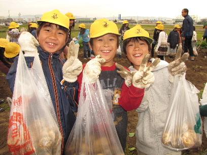 JA 海部東農業協同組合(あまひがし) -袋いっぱいのジャガイモにニッコリ