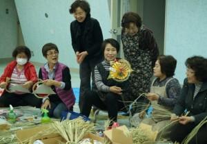 JA 海部東農業協同組合(あまひがし) -思いを込めてしめ縄作り
