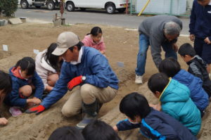 JA 海部東農業協同組合(あまひがし) -大治小学校 農業体験  効率アップの知恵や工夫に児童が驚き