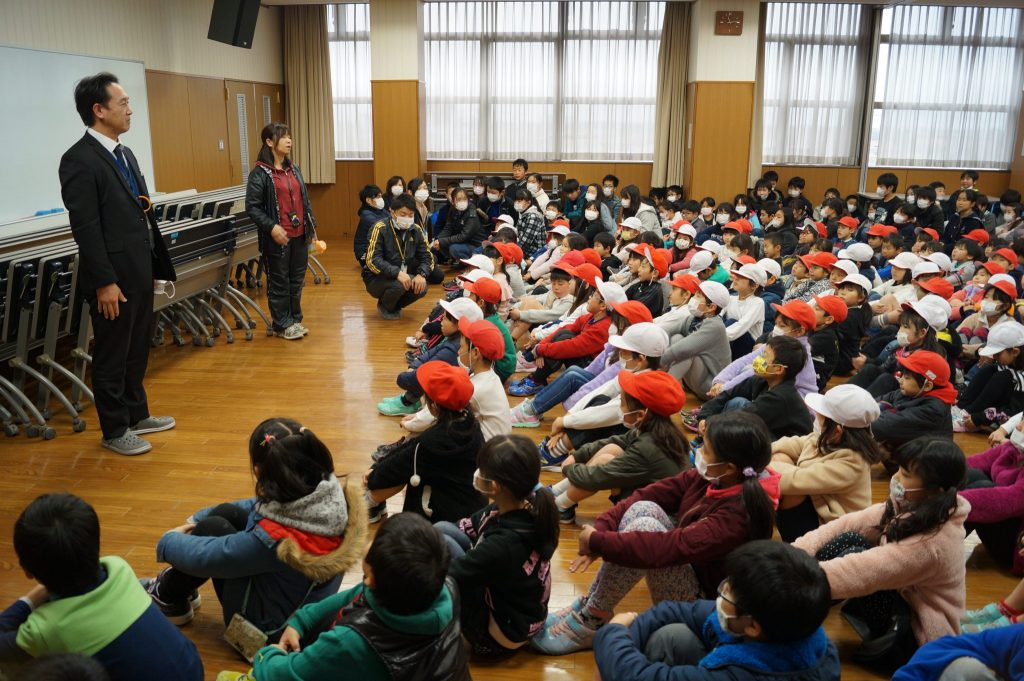 JA 海部東農業協同組合(あまひがし) -神守支店 避難訓練で施設を案内