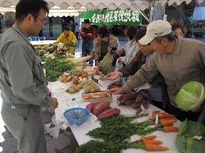 JA 海部東農業協同組合(あまひがし) -良品が出そろった 農産物品評会