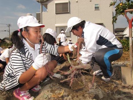 JA 海部東農業協同組合(あまひがし) -10月17日美和小学校2~4年生(約270人)