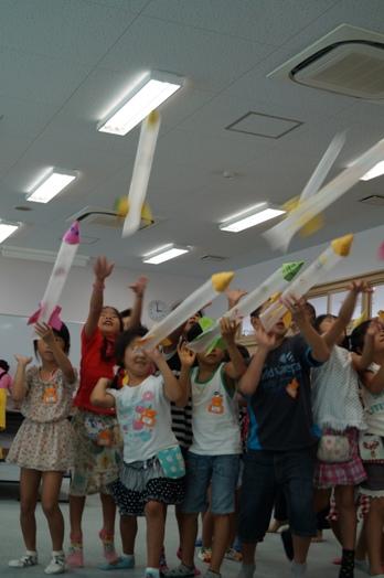 JA 海部東農業協同組合(あまひがし) -児童クラブでたくさんのロケットが発射される