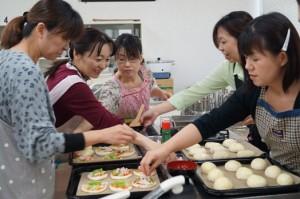 JA 海部東農業協同組合(あまひがし) -米粉パンの作り方を小学校PTAの皆さんに伝授