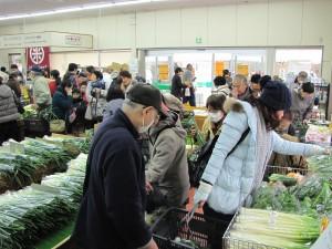 JA 海部東農業協同組合(あまひがし) -グリーンプラザで大売出しを行う