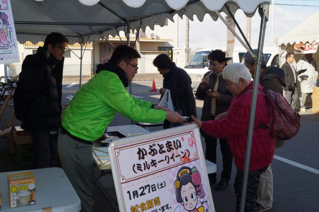 JA 海部東農業協同組合(あまひがし) -ミルキークイーン新発売 大売出しで試食販売を行い好評