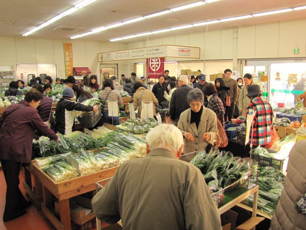 JA 海部東農業協同組合(あまひがし) -グリーンプラザ 決算大売出しで大盛況