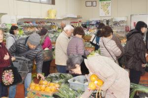 JA 海部東農業協同組合(あまひがし) -グリーンプラザ 決算セールで大盛況