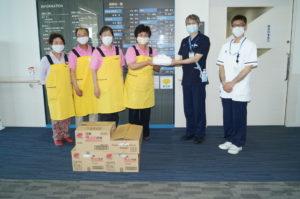 JA 海部東農業協同組合(あまひがし) -なの花の会 あま市民病院へ 感染予防エプロン贈呈