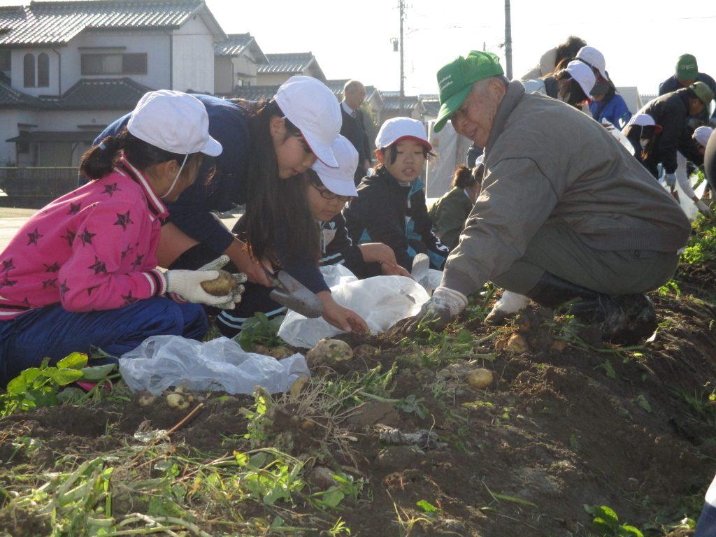 JA 海部東農業協同組合(あまひがし) -農業クラブ 土の中から大地の恵みを感じる