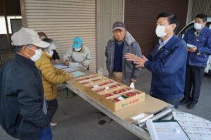 JA 海部東農業協同組合(あまひがし) -神守いちご生産組合 出荷へ向けた苺の目揃え会